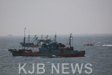 목포해경이 11일 조업일지를 허위로 작성한 중국어선 2척을 나포했다..png