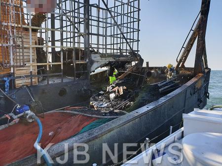 여수해경, 80톤급 어선 화재 진화 완료 및 실종자 추정 1명 집중 수색.png